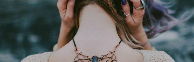 Comment porter le collier fantaisie?